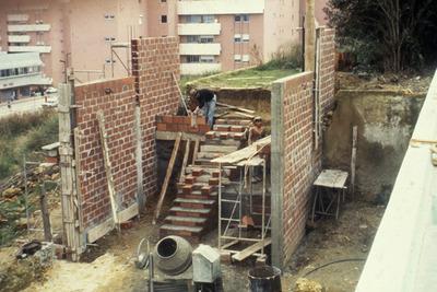 Large constru  o forno lenha 1987 01