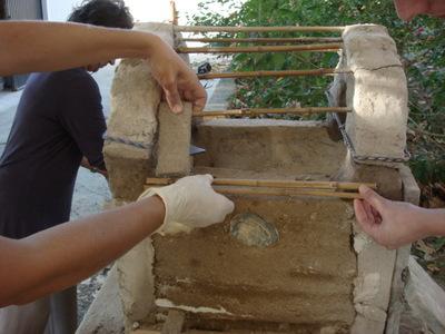 Large workshop de cer mica dirigido por elsa figueiredo. t cnicas de constru  o am adobe e taipa. 2007